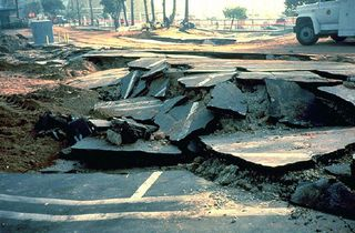 Usa_northridge_liquefaction[1]